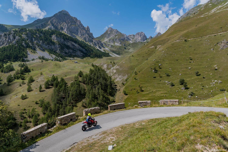Mototurismo provincia di cuneo alpi langhe roero atl del cuneese wow